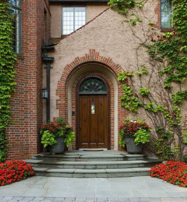 Облицовка фасада дома кирпичом - красивая отделка на фото