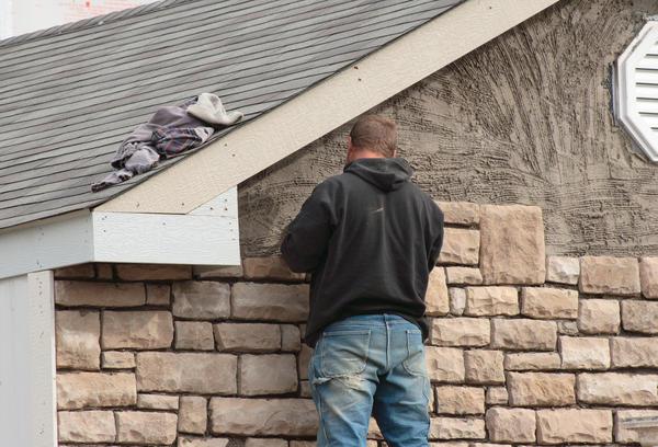 Оздоблення фасаду плиткою з натурального каменю