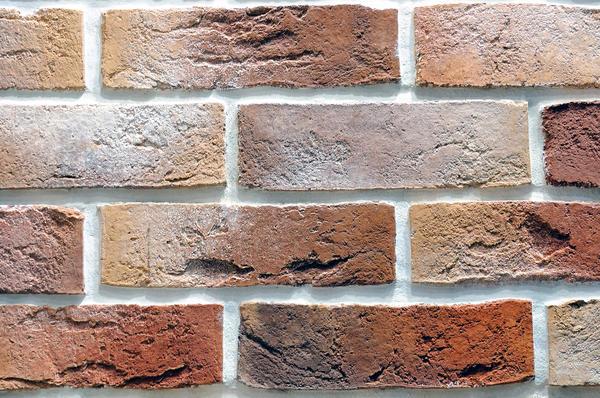 Контрастні шви візуально зроблять поверхню стіни більш рельєфною