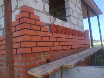 Обшивка дерев'яного будинку: різновиди та етапи монтажу