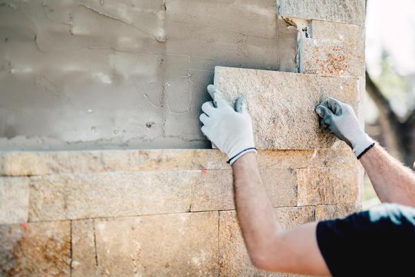 Облицювання фасаду плиткою з натурального каменю
