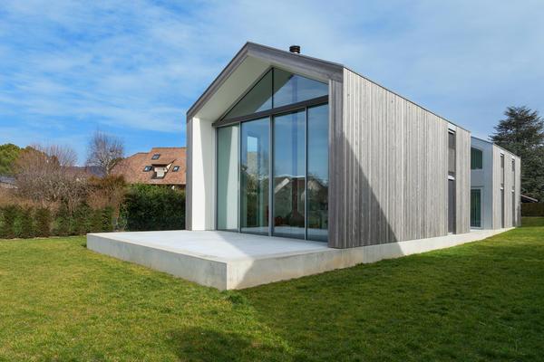 Будинок, оброблений алюмінієвим сайдингом