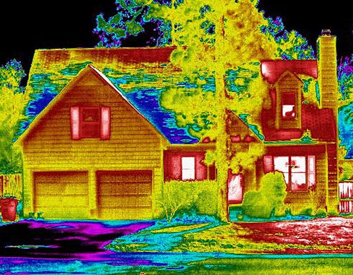 Теплоаудит будинку: інфрачервоне дослідження для пошуку джерела тепловтрат.