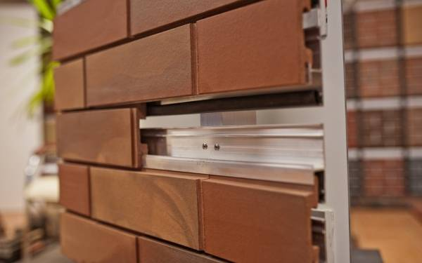 Фото навесного фасада с клинкерной плиткой