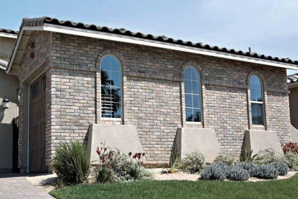 Кирпичная кладка фасадов из камня