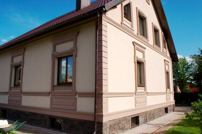 Фасад домов с отделкой декоративной штукатуркой
