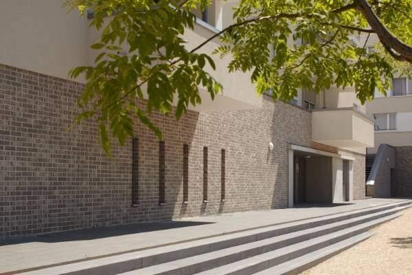 Отделка фасада здания клинкерной плиткой под кирпич