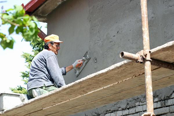 Штукатурка служить для вирівнювання і захисту поверхні стіни