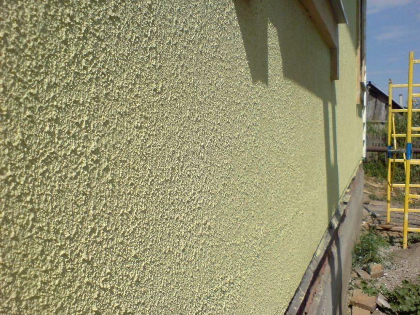 Стіни, покриті акриловою штукатуркою
