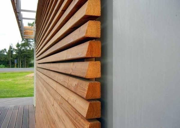 Оздоблення фасаду дерев'яною рейкою. Фото з сайту dom.dacha-dom.ru