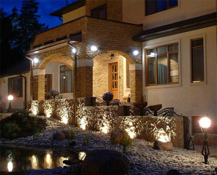 декоративне освітлення заміського будинку