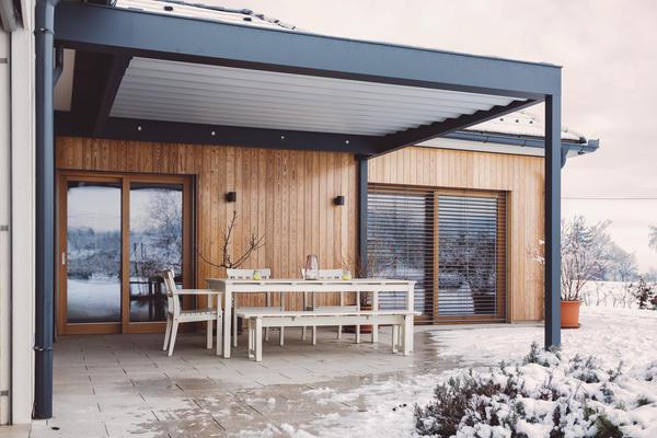 Оздоблення дерев'яних сайдингом сучасного будинку