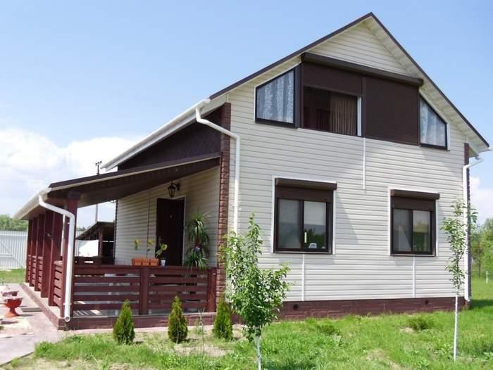 Фото фасадов частных домов с отделкой сайдингом