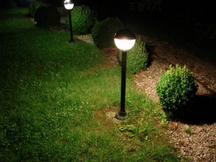 освітлення території будинку