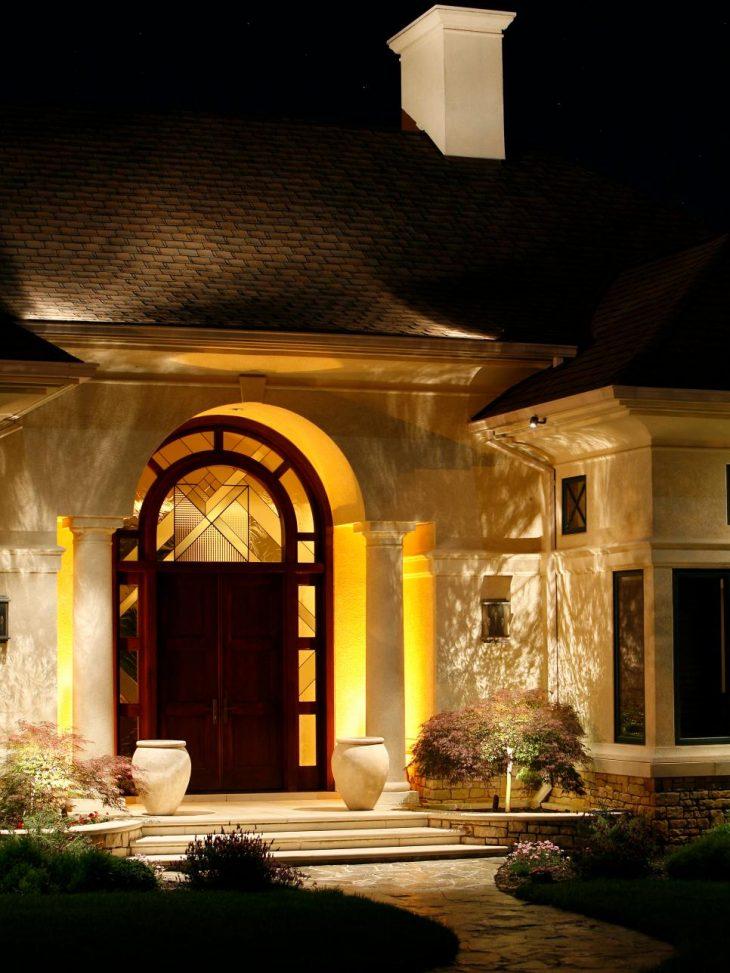 декоративне освітлення будинку