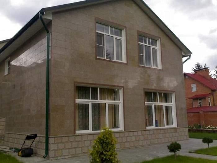 Современный фасад частного дома с керамогранитом