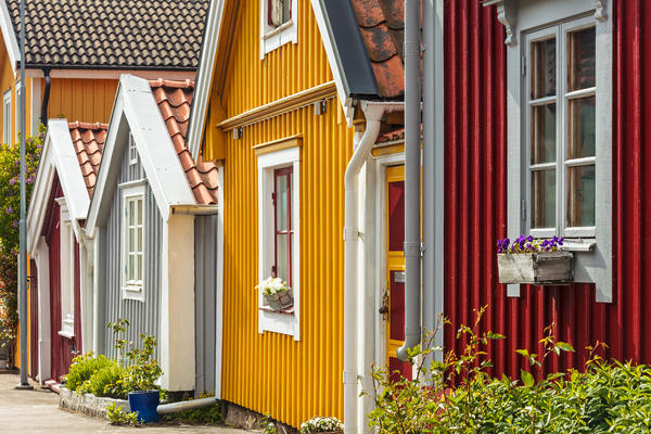 Вертикальний сайдинг на дачних будиночках в Швеції
